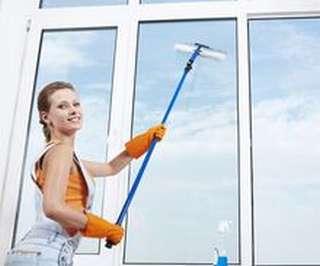 Мытье витрин и окон - дело рук профессионалов