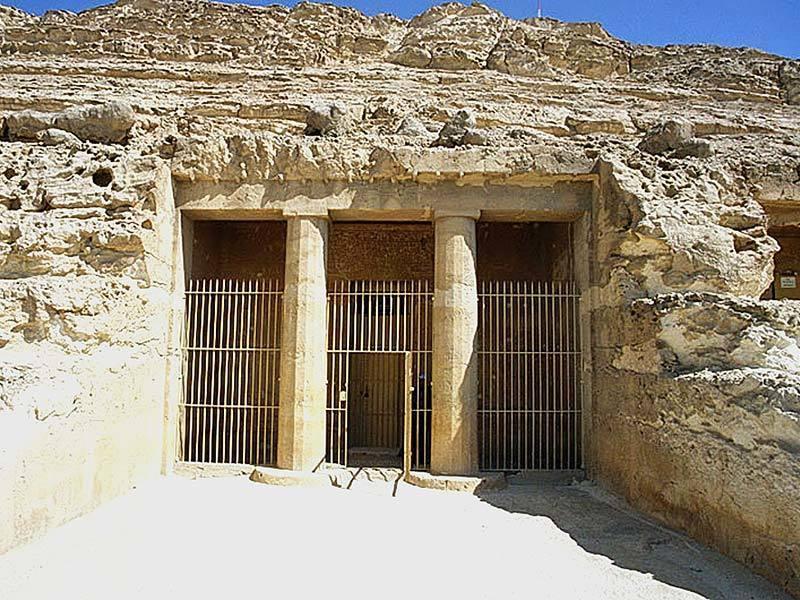 Фото гробницы Хнумхотепа II в Бени-Хасане